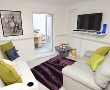 Snaptrip - Last minute cottages - Captivating Bognor Regis Apartment S73323 -