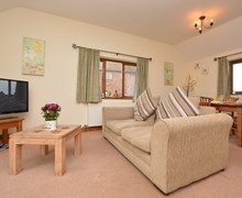 Snaptrip - Holiday cottages - Excellent Alford Cottage S74660 -