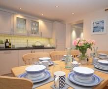 Snaptrip - Last minute cottages - Splendid Penryn House S77251 -