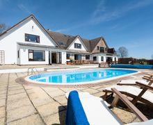 Snaptrip - Last minute cottages - Captivating Blandford Forum House S8432 -
