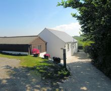 Snaptrip - Last minute cottages - Captivating Redruth Barn S8890 -