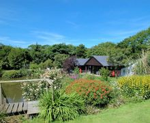 Snaptrip - Last minute cottages - Stunning Holsworthy Log Cabin S8914 -