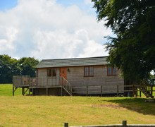 Snaptrip - Last minute cottages - Quaint Bristol Log Cabin S8625 -