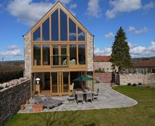 Snaptrip - Last minute cottages - Gorgeous Wells Barn S8656 -