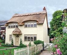 Snaptrip - Last minute cottages - Splendid Winterton On Sea Cottage S17681 -