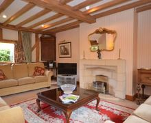 Snaptrip - Last minute cottages - Beautiful Evesham Cottage S7092 -