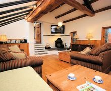 Snaptrip - Last minute cottages - Luxury Llanwrda Cottage S7108 -