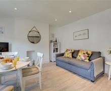 Snaptrip - Last minute cottages - Splendid Hove Apartment S78994 - BBLOFT - Sitting Area