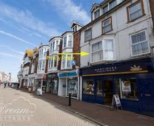 Snaptrip - Last minute cottages - Tasteful Weymouth Apartment S79026 - Dream Cottages Poppy Place-1