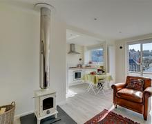 Snaptrip - Last minute cottages - Captivating Swanage Apartment S79110 - WY378 - Open Plan Living Room - View 1