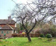 Snaptrip - Last minute cottages - Superb Wisborough Green Cottage S79227 -