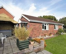 Snaptrip - Last minute cottages - Cosy Wroxham Cottage S17749 -