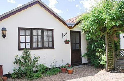 Snaptrip - Last minute cottages - Cosy Diss Cottage S17772 -
