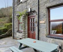 Snaptrip - Last minute cottages - Inviting Porthmadog Cottage S79461 -