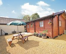Snaptrip - Last minute cottages - Lovely Thetford Lodge S17790 -