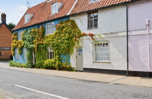 Snaptrip - Last minute cottages - Inviting Beccles Cottage S17836 -