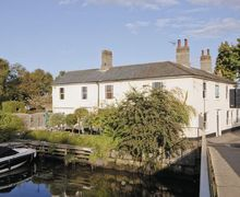 Snaptrip - Last minute cottages - Captivating Beccles Cottage S17839 -