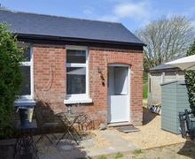Snaptrip - Last minute cottages - Tasteful Freshwater Cottage S80028 -