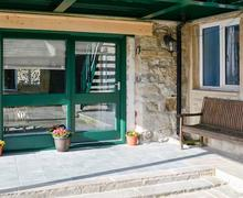 Snaptrip - Holiday cottages - Tasteful Kettlewell Apartment S80079 -