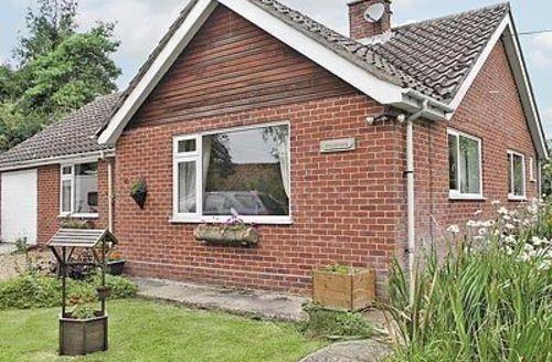 Snaptrip - Last minute cottages - Quaint Eye Cottage S17873 -