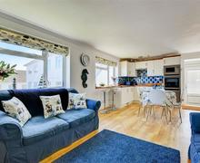 Snaptrip - Last minute cottages - Attractive Carbis Bay Apartment S80119 - Open Plan Living Room
