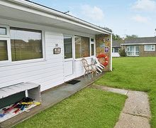 Snaptrip - Last minute cottages - Lovely Kessingland Lodge S17940 -