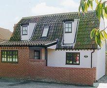 Snaptrip - Last minute cottages - Tasteful Kessingland Cottage S17944 -