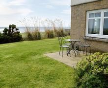 Snaptrip - Last minute cottages - Attractive Brora Apartment S80720 -