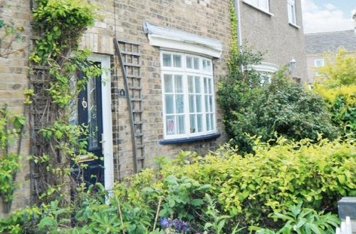 Snaptrip - Last minute cottages - Quaint Lowestoft Cottage S17956 -