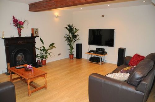 Snaptrip - Last minute cottages - Exquisite Newton Abbot Rental S1489 - Living area
