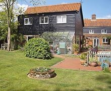 Snaptrip - Last minute cottages - Lovely Saxmundham Apartment S17980 -