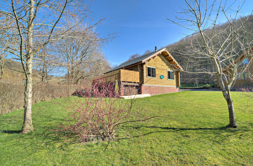 Snaptrip - Last minute cottages - Adorable Knighton Lodge S1491 - Outside Erie Lodge