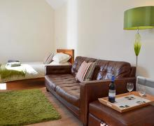 Snaptrip - Last minute cottages - Lovely Selsey Apartment S80894 -