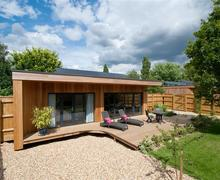Snaptrip - Last minute cottages - Wonderful Bury St Edmunds Lodge S80970 -