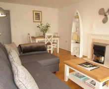 Snaptrip - Holiday cottages - Excellent East Cowes Apartment S81070 -