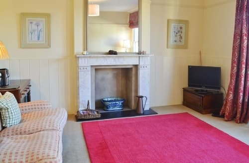 Snaptrip - Last minute cottages - Lovely Southwold Apartment S18009 -