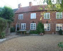 Snaptrip - Last minute cottages - Excellent Ringstead Cottage S71224 -