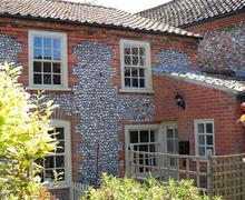 Snaptrip - Last minute cottages - Lovely Cley Next The Sea Cottage S71197 -