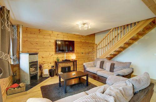 Snaptrip - Last minute cottages - Tasteful Knighton Lodge S1493 - Living area