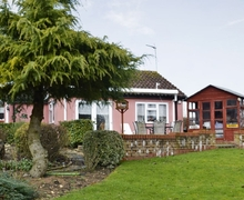 Snaptrip - Last minute cottages - Excellent Stowmarket Lodge S18027 -