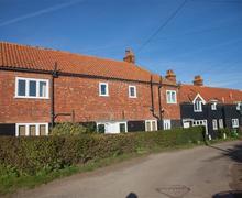 Snaptrip - Last minute cottages - Tasteful Burnham Overy Staithe Cottage S71166 -