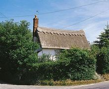 Snaptrip - Last minute cottages - Splendid Sudbury Cottage S18049 -