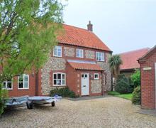 Snaptrip - Last minute cottages - Excellent Brancaster Staithe Cottage S71125 -
