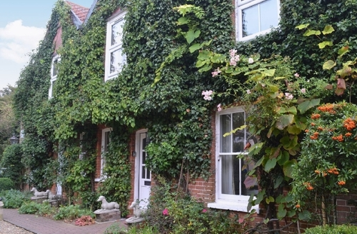 Snaptrip - Last minute cottages - Luxury Woodbridge Cottage S18077 -