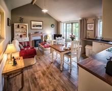 Snaptrip - Last minute cottages - Tasteful Horncastle Apartment S81181 -