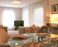 Snaptrip - Last minute cottages - Adorable Glossop Apartment S81183 -