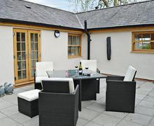 Snaptrip - Last minute cottages - Captivating Benllech Lodge S81228 -