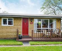 Snaptrip - Last minute cottages - Superb Seaton Lodge S81383 -