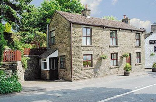 Snaptrip - Last minute cottages - Exquisite Macclesfield Cottage S18165 -