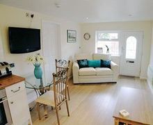 Snaptrip - Last minute cottages - Inviting Blackpool Cottage S18183 -